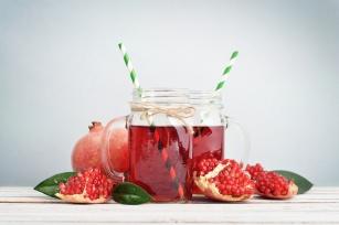 Sok z granatu jako życiodajny nektar. Poznaj 8 zalet tego napoju!