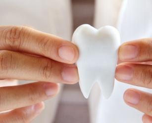 Jak rozpoznać odwapnienie zębów? Podpowiadamy!