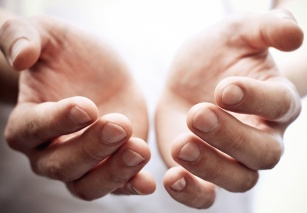 Drętwienie rąk i nóg – jakie choroby mogą być ich przyczyną?