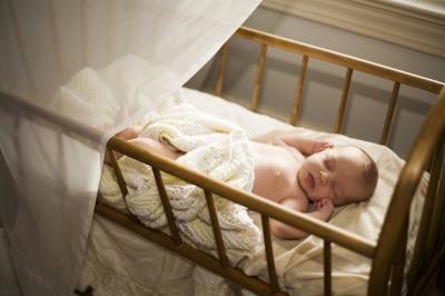 Dlaczego nasz niemowlak nie chce spać?! Sprawdź co może mu pomóc