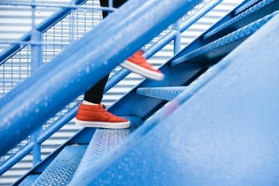Wizyta u podologa – sposób na zdrowe i piękne stopy