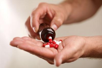 Czy nauczyciel może podawać dziecku leki