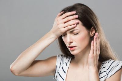 Ból głowy przed okresem - jak sobie z nim poradzić?