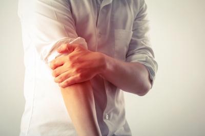 Masz złamany łokieć? Zobacz, jak przebiega leczenie i jakie są metody rehabilitacji