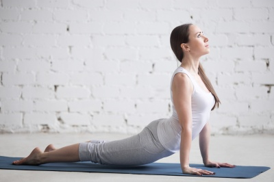 Metoda Mckenziego na ból kręgosłupa. Jak wykonuje się ćwiczenia Mckenziego?