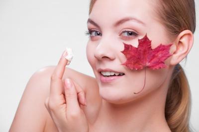 Nawilżanie skóry jesienią. Kilka kroków do gładkiej, elastycznej cery