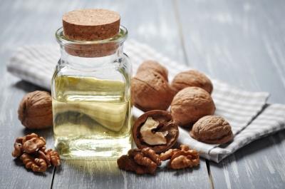 Olej z orzechów włoskich - właściwości i sposoby zastosowania