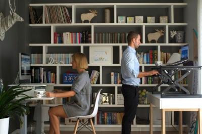 Zadbaj o zdrowy kręgosłup w 3 krokach - poznaj biurka z regulacją wysokości