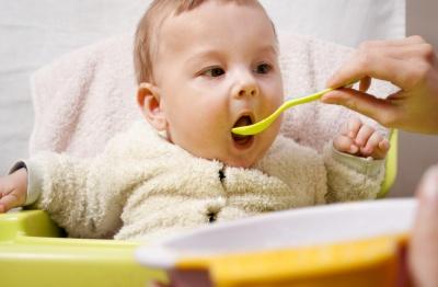 Żywienie dziecka w pierwszym roku życia. Czy wiesz co jest wskazane?