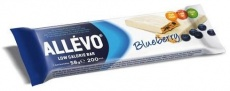 Allevo - baton z jagodami w polewie jogurtowej